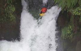 Sledge world's highest com. waterfall (2001)